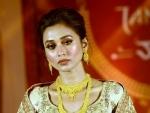 Mimi Chakraborty unveils Tanishq's exclusive Pujo collection Shaaj
