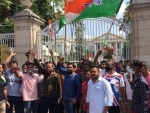 TMC activists protest in front of Rajbhavan after arrest of party leaders