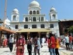 Devotees outside Gurudwara Chatti Padshahi on the occasion of Sri Guru Hargobind Sahib's Praksh Parv
