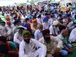 A glimpse of protesting farmers having lunch at Singhu border
