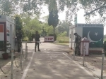 Tourists along India-Pakistan border