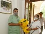 Mamata Banerjee meets Nitin Gadkari in Delhi