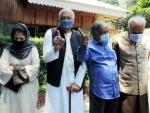 Dr Farooq Abdullah, other Kashmiri leaders meet in Srinagar