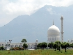 A deserted view of Hazratbal shrine