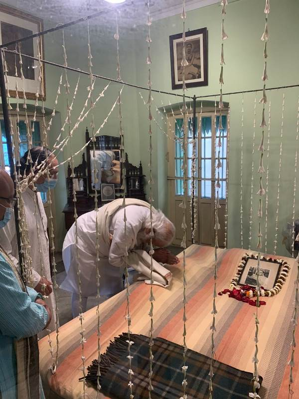 PM Modi in Kolkata on Netaji's birth anniversary