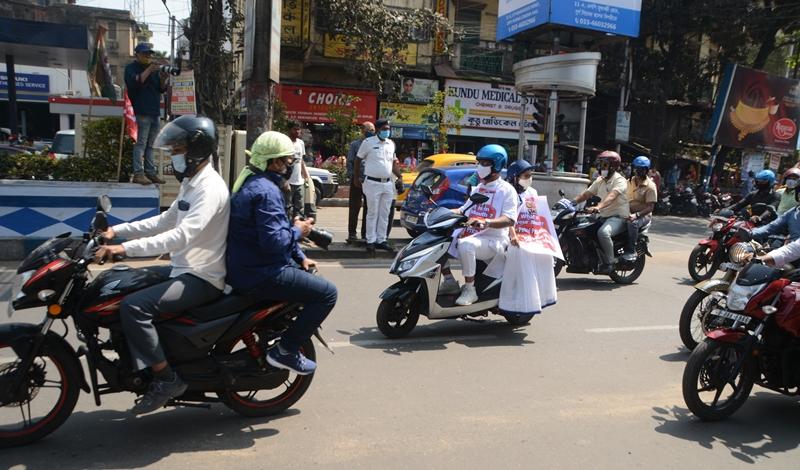 Mamata Banerjee rides e-scooty to Nabanna protesting fuel price hike