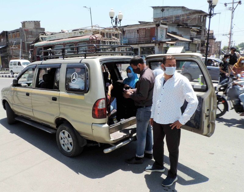 Health officials fine those without masks in Srinagar