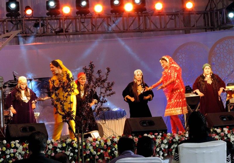 JK Governor inaugurates tulip festival in Srinagar
