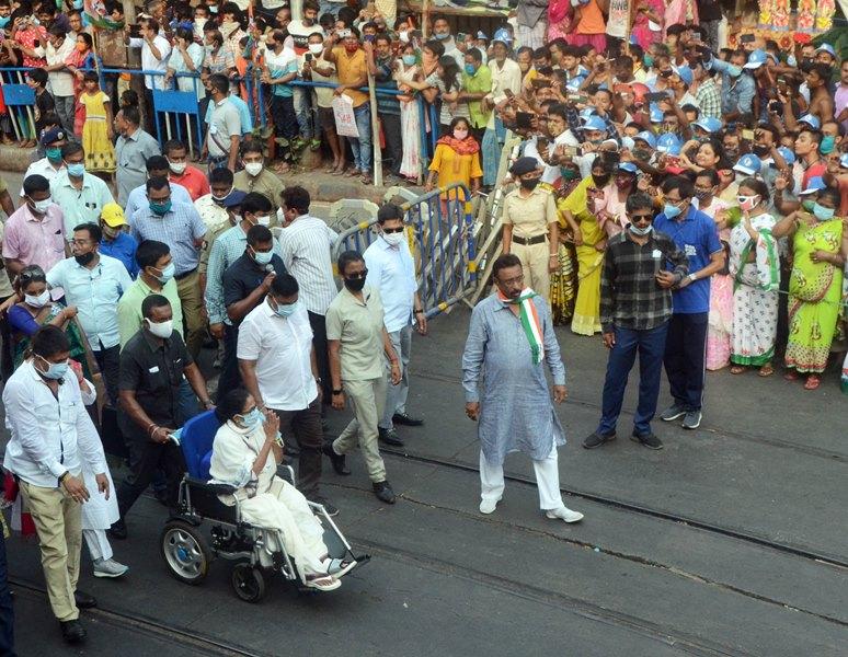 Bengal Polls 2021: Mamata Banerjee holds roadshow in Kolkata