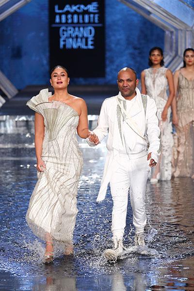 Lakme Fashion Week: Kareena Kapoor Khan scorches the ramp