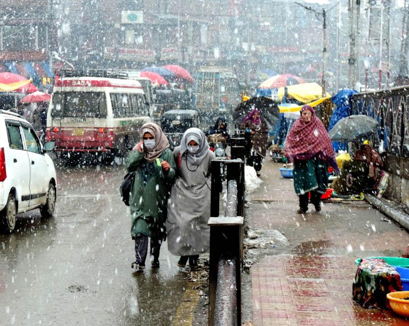Jammu and Kashmri experiences fresh spell snowfall