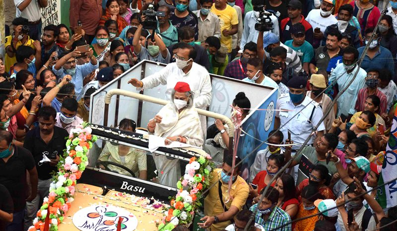 Jaya Bachchan participates in road show in support of TMC candidate Arup Biswas in Kolkata