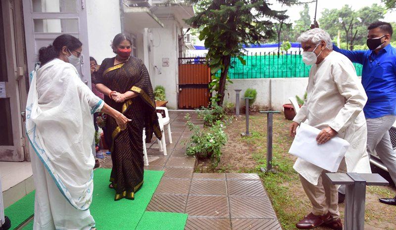Mamata Banerjee meets Shabana Azmi in Delhi