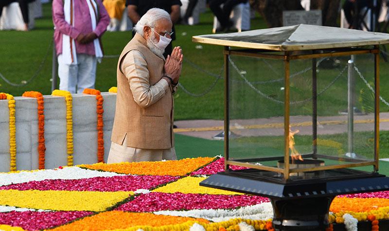 PM Modi pays tribute to Mahatma Gandhi