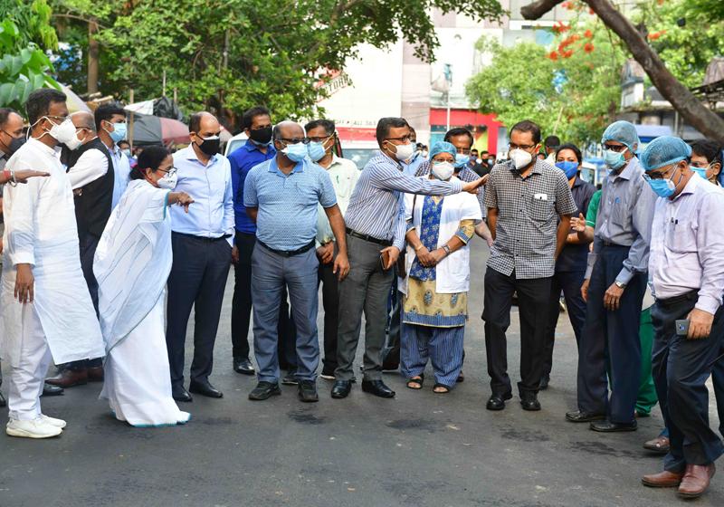 Mamata Banerjee visits Kolkata's police hospital to see arrangements amid Covid surge