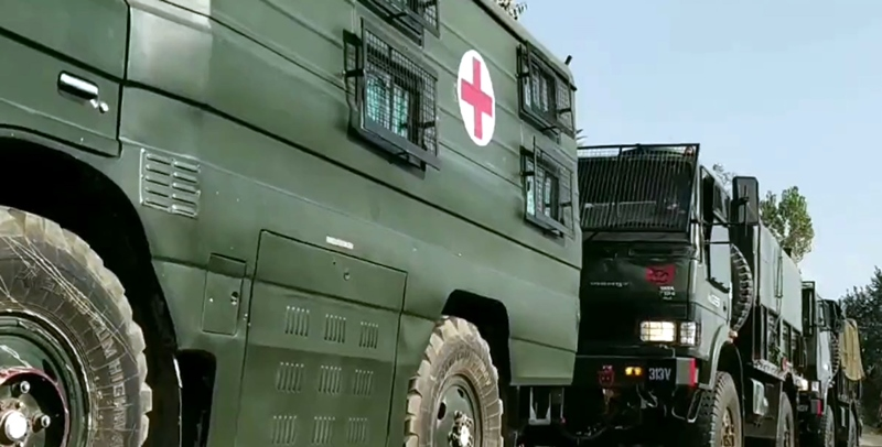 Kashmir: Security force vehicles moving towards encounter site