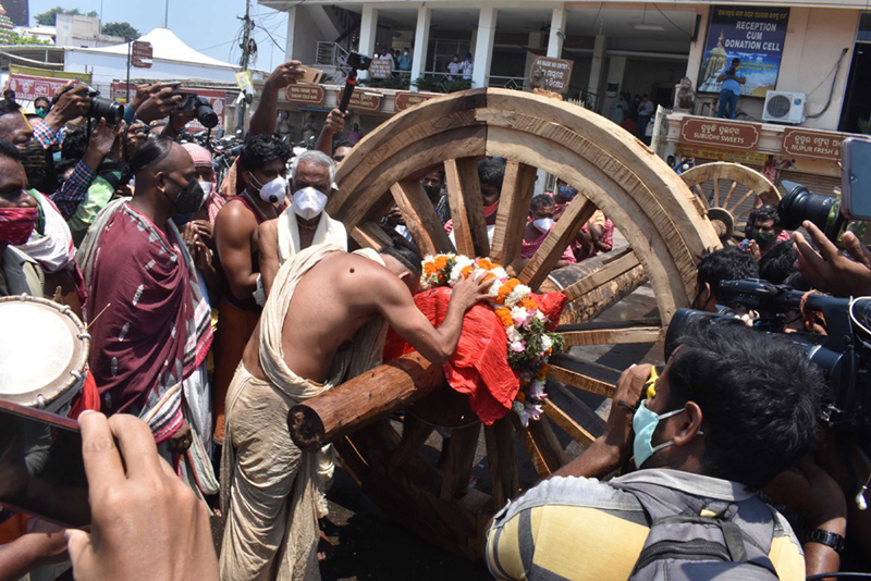 Carpenters fixe axle of three chariots of Lor Jagannath's chariot