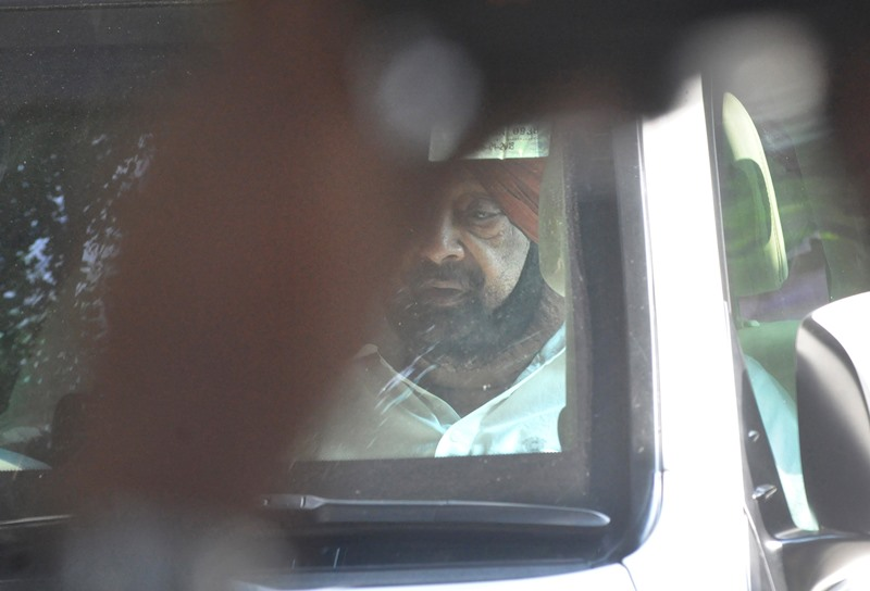 Amarinder Singh leaves for Chandigarh after his Delhi meetings