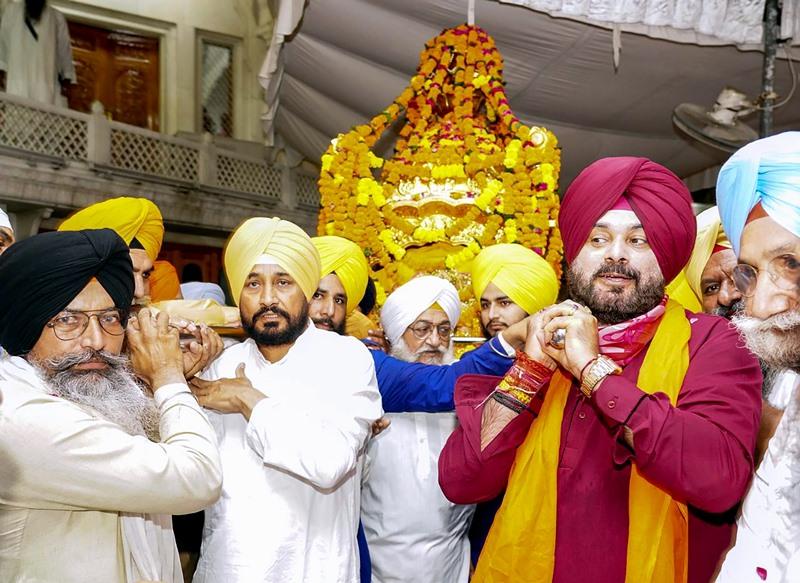 Navjot Singh Sidhu, Punjab CM Charanjit Singh Channi at Golden Temple in Amritsar