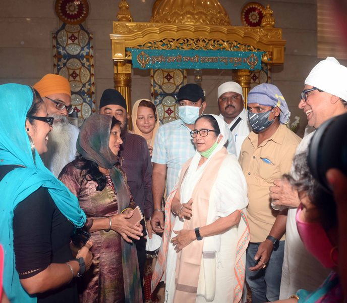 West Bengal: Mamata Banerjee visits Gurdwara ahead of Bhabanipur byelection
