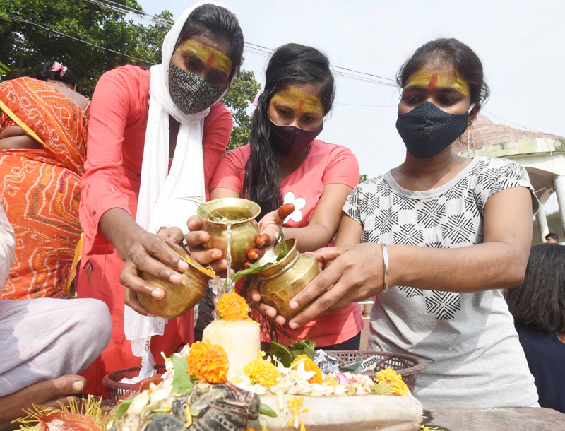 Hindu devotees pray to Lord Shiva