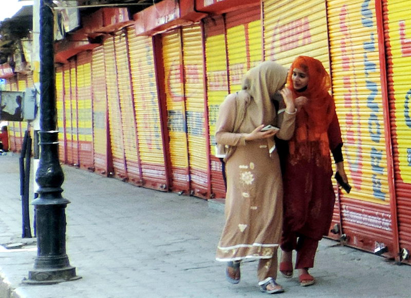 COVID: Shops and business establishments remained closed in Srinagar