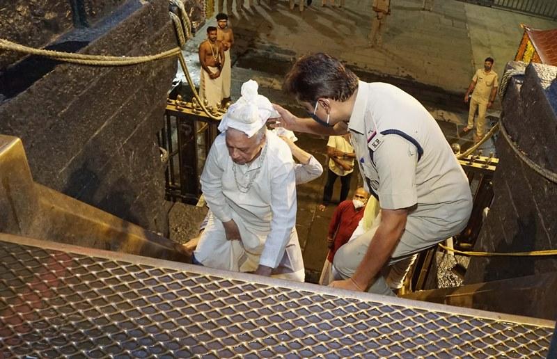 Kerala Governor Arif Mohammad Khan visits Sabarimala Temple