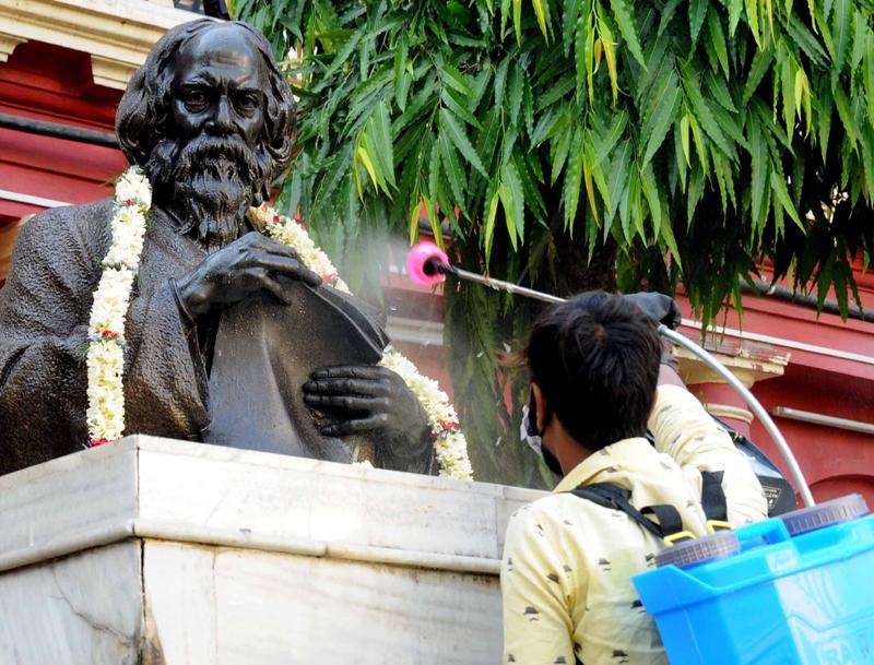Jorasanko Thakurbari wears a deserted on Rabindra Jayanti due to COVID