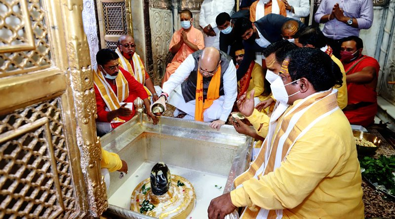 Amit Shah offers prayers at a temple in Varanasi