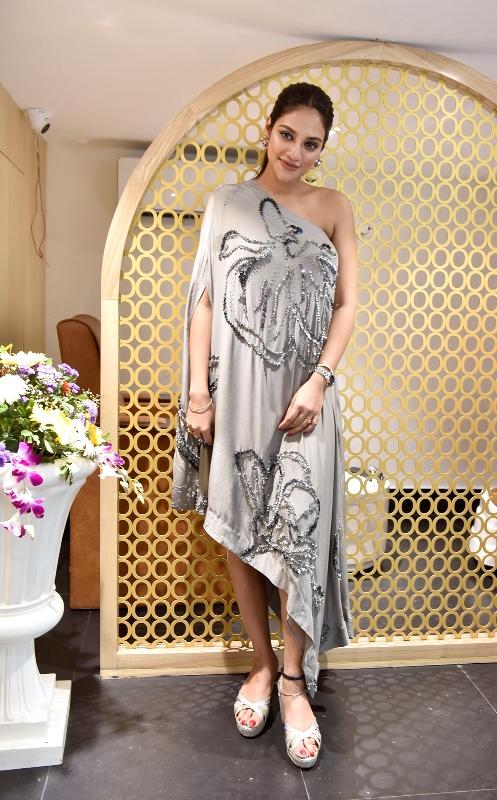 Nusrat Jahan Ruhi inaugurates salon in Kolkata