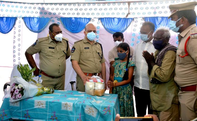 Adnan Nayeem Asmi distributing rice to 12-year-old girl