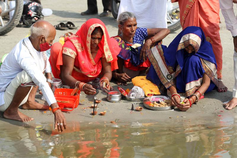Hindu devotees perform ritual in Prayagraj