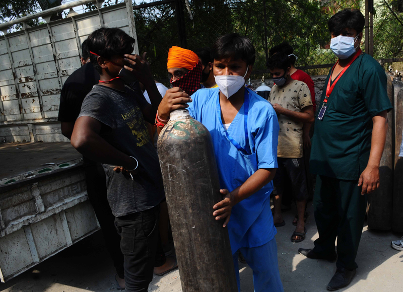 Relatives of COVID-19 patients waiting to get oxygen cylinder refilled