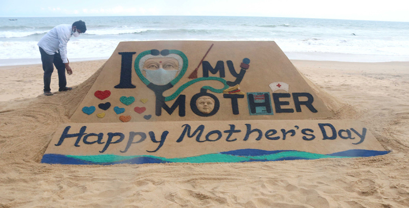 Sudarshan Pattnaik makes sand sculpture on Mothers Day