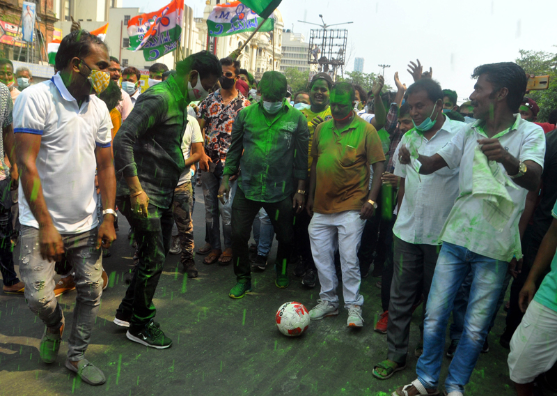 TMC supporters celebrate Bengal Assembly poll victory in Kolkata
