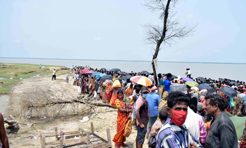 Bengal: Relief materials distributed to Yaas-Affected people