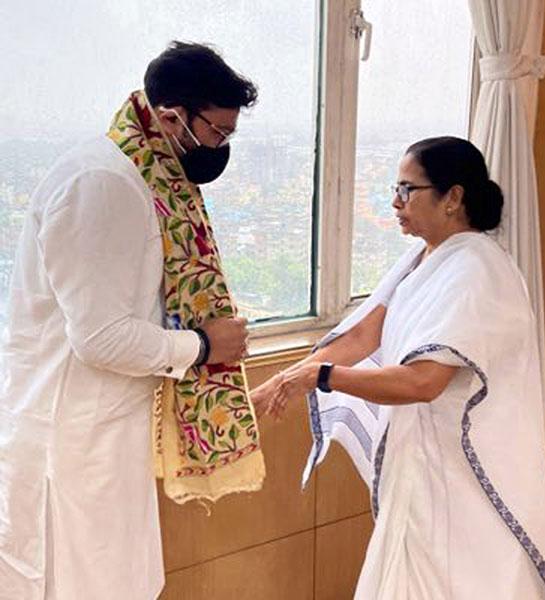 Babul Supriyo meets Mamata Banerjee days after joining TMC