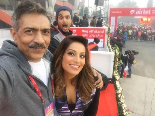 Prakash Jha supports the 'Run for Respect' initiative at the Airtel Delhi Half Marathon 2015