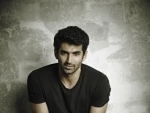 Aditya Roy Kapur carries mixie to the sets of Fitoor