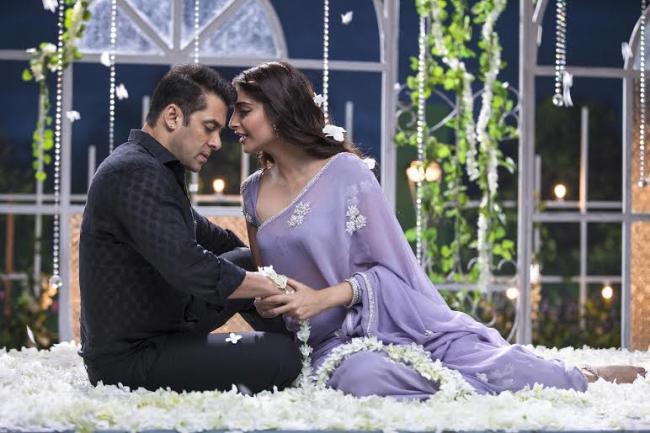 Salman to hold 'Prem Ratan Dhan Payo' special screening for Bhagyashree and Madhuri