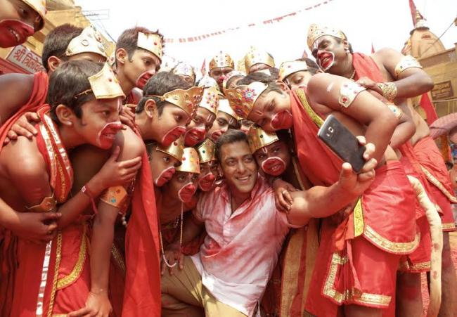 Salman Khan wishes actor Nagarjuna on his 56th birthday
