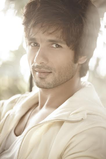 Shahid revisits his background dancing days