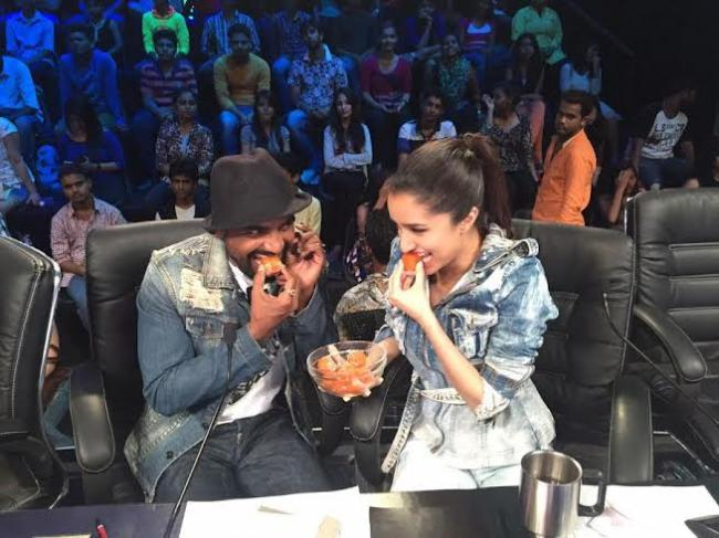 Shraddha, Remo spotted gorging on sweets at an event
