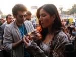 Aditya Roy Kapur, Katrina relish the delicacy of Ahmedabad
