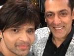 Salman Khan sings 'Aap Se Mausiiquii' along with Himesh Reshammiya on Bigg Boss