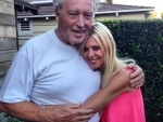 Tara Reid's father passes away