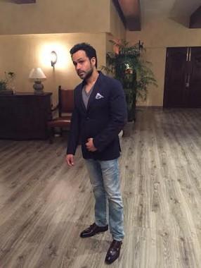 Emraan Hashmi comes to Nargis Fakhri's rescue on sets of Azhar