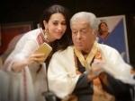 Karishma Kapoor posts memorable image with Shashi Kapoor on social media