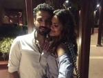 Esha Gupta gets close with friend, shares picture on social media