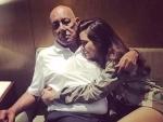 Esha Gupta wishes her father on birthday, calls him 'hero'